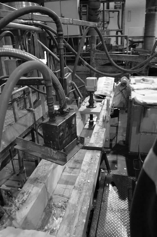 Thermoplongeur pour fonderie de métaux, goulotte